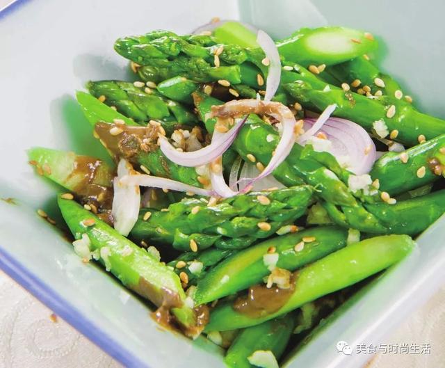 芦笋的做法,最简单美味的芦笋做法,脆爽可口味道鲜,常吃对皮肤好,用来当减肥餐也不错