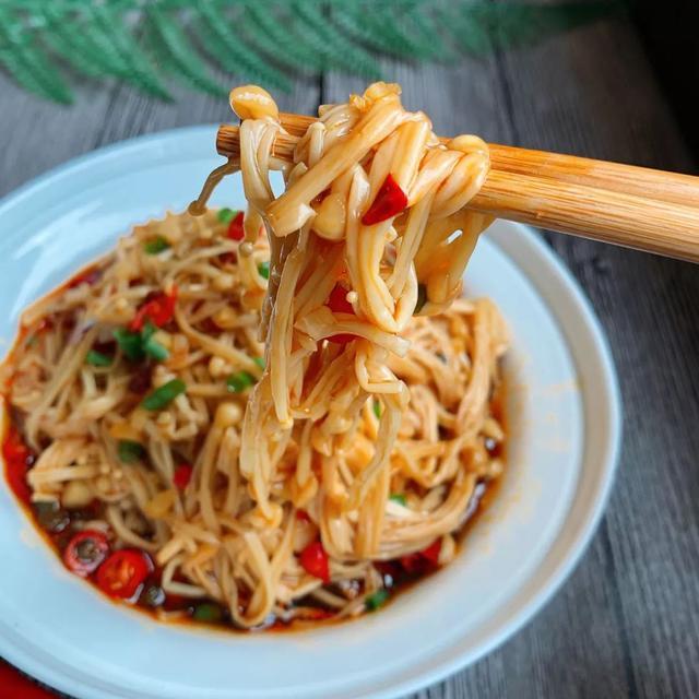 凉拌金针菇的做法,凉拌金针菇:口感一级棒,超级开胃,做起来非常简单