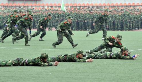 """军训的意义,军训是不是大学生活的""""热身赛""""?你怎么看"""