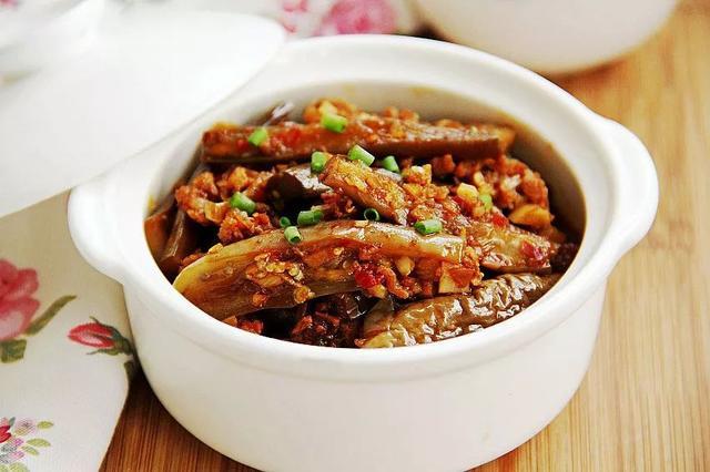 茄子煲的做法,鱼香茄子煲:绝对的米饭杀手,比肉肉还好吃