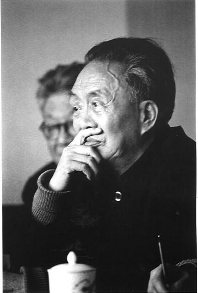 艾青的诗,艾青:永远和正直、勤劳的人在一起