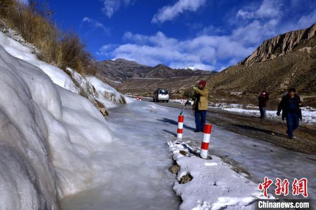 新疆南部天山山脉出现冰瀑 犹如一块羊脂玉 全球新闻风头榜 第4张