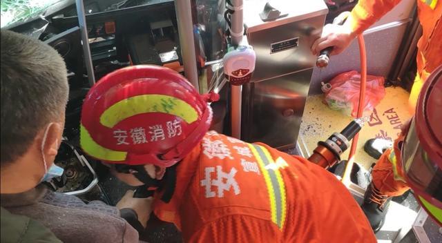 宣城一公交车与渣土车相撞多人被困 消防紧急救援 全球新闻风头榜 第3张