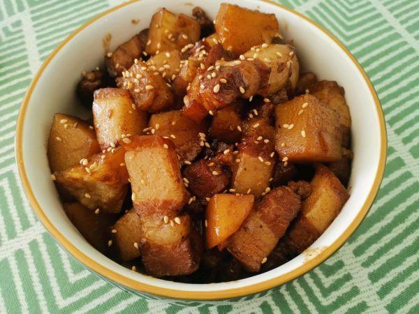 红烧肉土豆的做法大全,吃对不加一滴水的土豆红烧肉,每一口都是极致享受