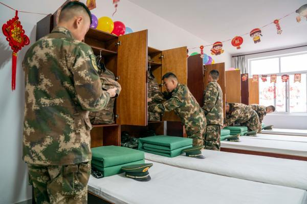 """中队简介,军营里的年,有啥不一样?中午吃""""夜饭"""",通宵备勤保平安……"""