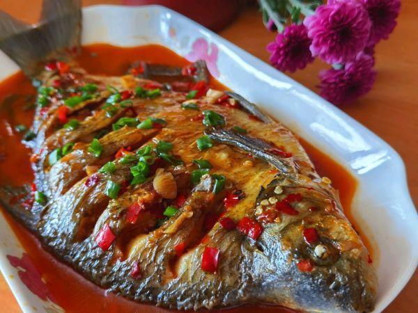 红烧鱼块的做法,五步做成色香味俱全的红烧鱼你这么做,不怕你不上瘾