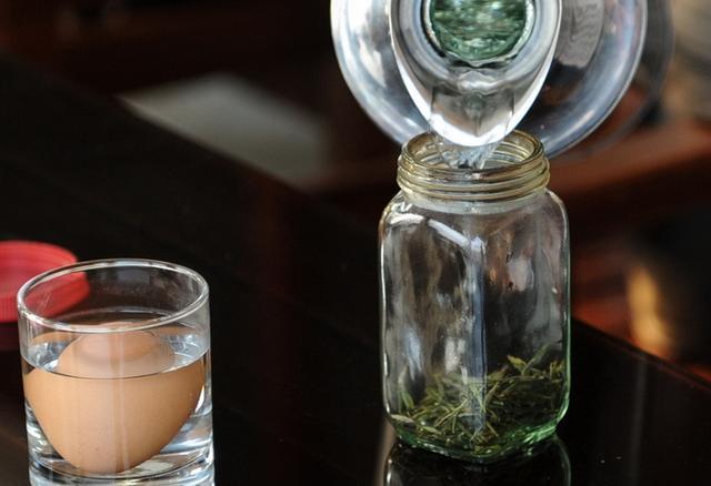 喝隔夜水致癌物质、每日喝4升水会中毒了、喝污垢较多的水非常容