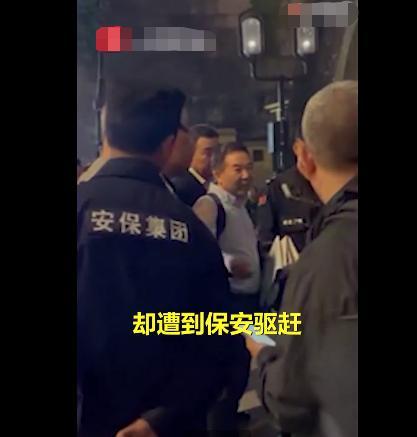 杭州流浪歌手卖唱被保安驱赶,清华教授为其发声,网友:文化人讲话就是不一样 全球新闻风头榜 第2张