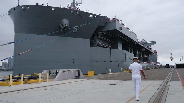 美军又服役一艘9万吨巨舰能搭载F35 还想要派到南海对抗中国