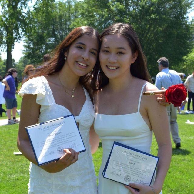 李连杰小女儿国外高中毕业 姐姐到场祝贺姐妹俩气场强大 全球新闻风头榜 第1张