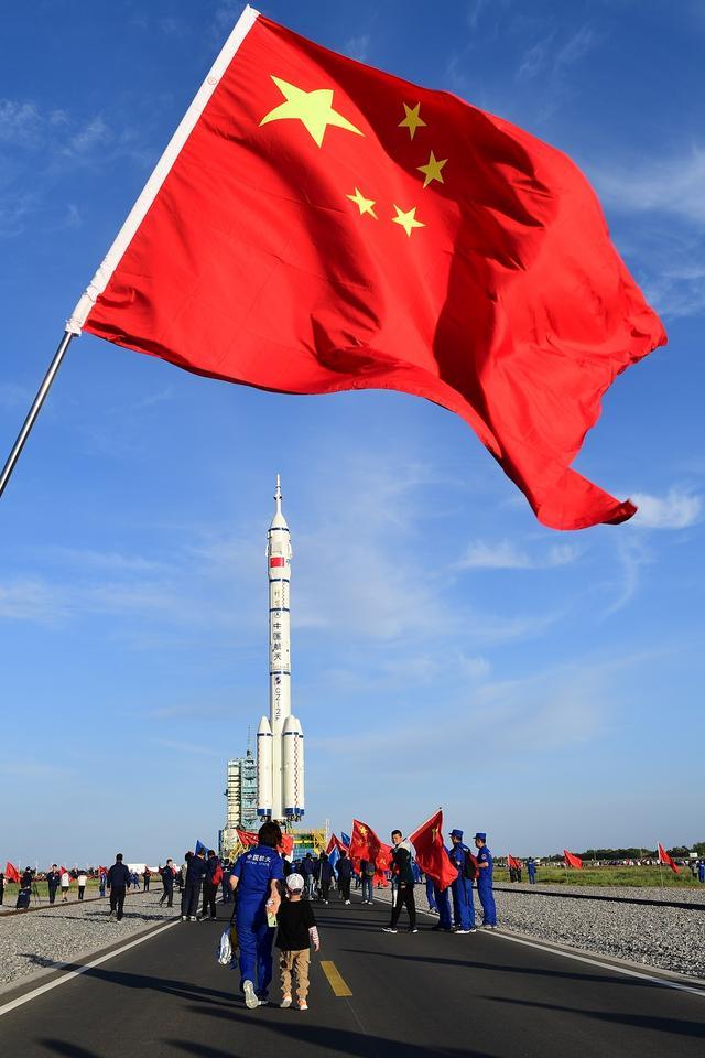 神舟十二号船箭组合体转运至发射区 全球新闻风头榜 第1张