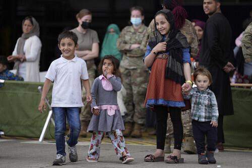美媒:100多名阿富汗无人陪伴儿童和青少年被撤离到美国