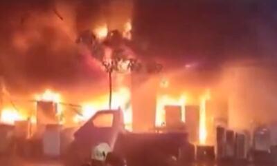 台湾高雄大楼深夜陷火海 火灾原因目前尚不明