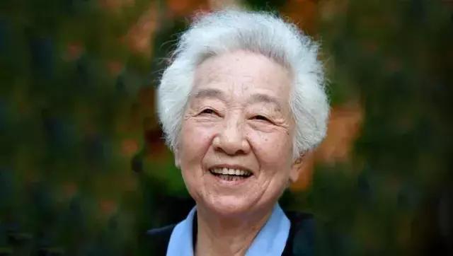 身残志坚的名人,三位抗癌明星都活到近百岁,她们的秘诀是...