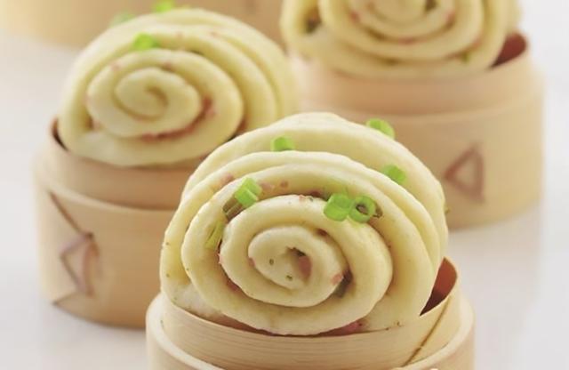 花卷的做法,外婆教我花卷新做法,加它一起和面,一卷一切,出锅比蛋糕还好吃