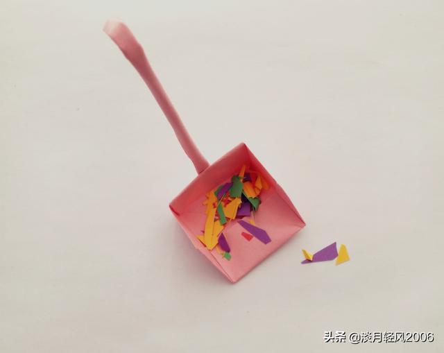 卡纸怎么做,有趣的亲子小手工,用卡纸做一个小撮子,有制作方法