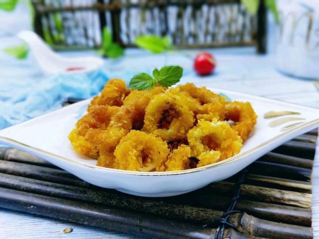 炸鱿鱼圈的做法,鱿鱼圈这样炸制香酥爽脆,蘸料不同就可以享用不同风味