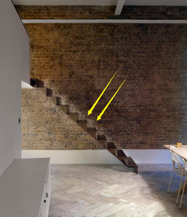 楼梯怎么做,现浇的楼梯厚重又占面积,不如墙上嵌块折叠钢板,上下楼看着高级
