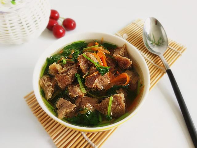 清汤牛肉的做法,有肉还有汤,清淡不油腻的清炖牛肉,汤汁煮面比某师傅好吃,绝了