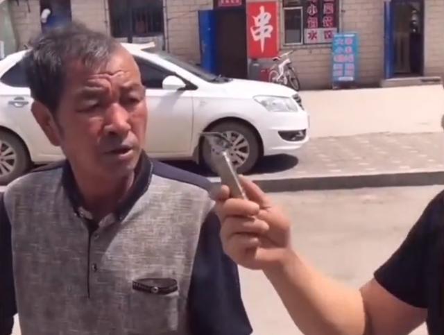 浙江一男子宣传理发器,路过的大爷全部变成光头,小表情引人爆笑 全球新闻风头榜 第3张