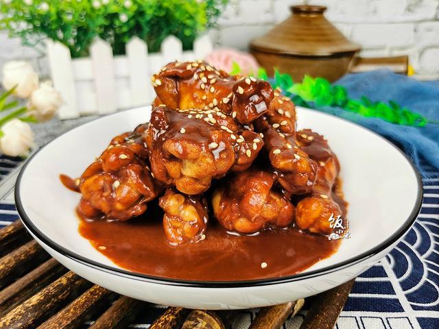 豆腐乳的吃法,家里的腐乳别藏着了,拿来烧菜,比酱油好用,提色又入味,味道香
