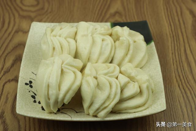 花卷的做法,大厨分享花卷的家常做法,用筷子就能做出花,松软可口好吃也好看
