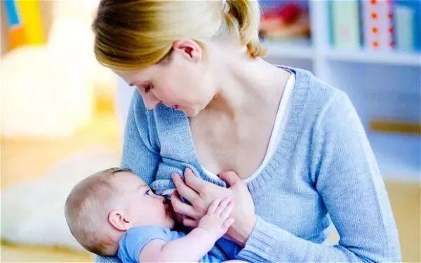 婴儿喂奶时间,母乳喂养多久最好?不是1岁,不是2岁,而是这个时间