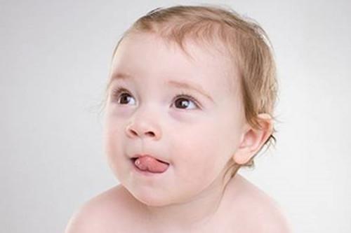 婴儿舌头.,宝宝舌苔包含哪些健康信号,又该如何应对?