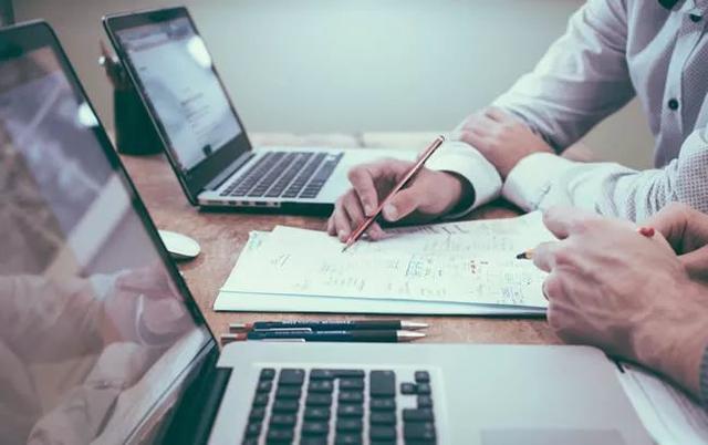 设置网页背景,网站制作中页面背景该如何设计?