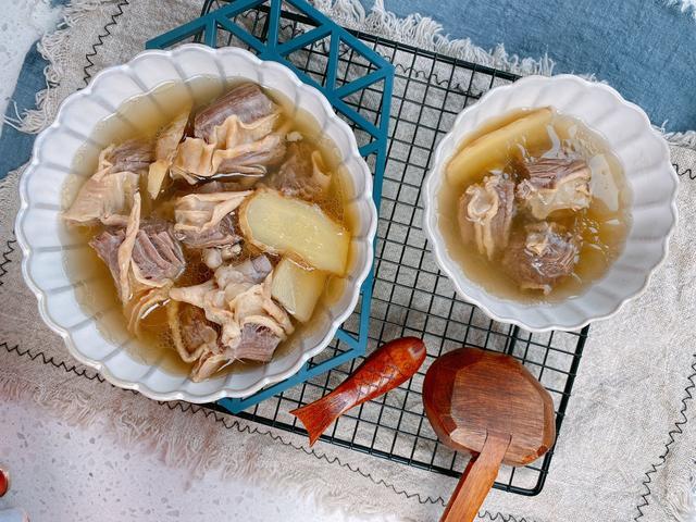 清汤牛肉的做法,清炖牛肉汤想要好喝,掌握1个细节,牛肉软烂,汤色清亮原汁原味