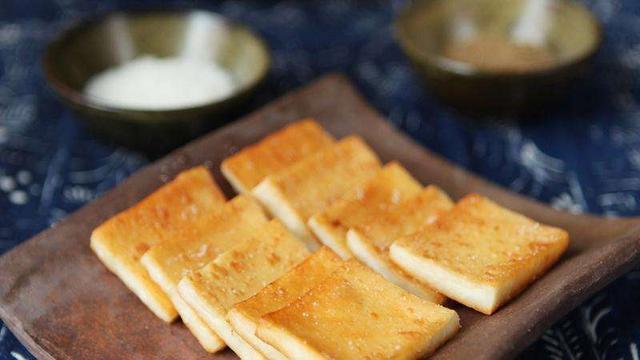 蒸乳扇的吃法,您吃过乳饼、乳扇吗?