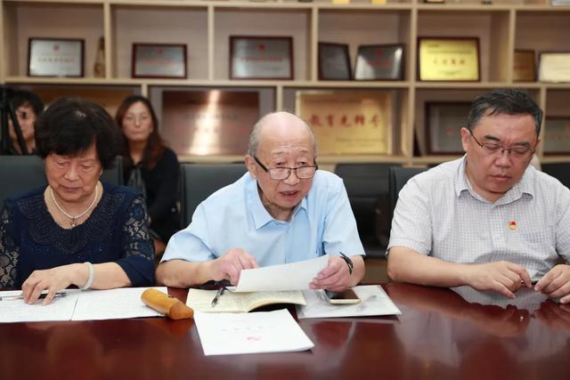 党员的基本条件,83岁陈振新光荣入党,传承望道老校长坚守一生的信仰!