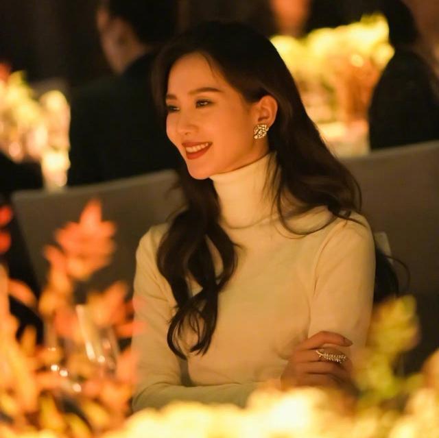刘诗诗的图片,刘诗诗笑容甜美气质佳,真·豪门晚宴,网友:从此小说女主有了脸