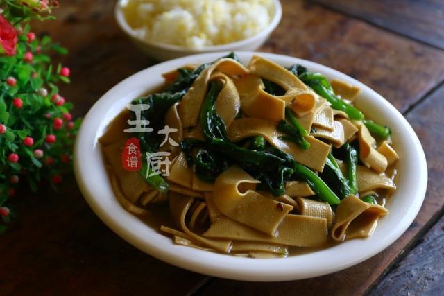 木耳菜的做法,木耳菜最家常的做法,和干豆腐一起下锅一炒,营养又美味