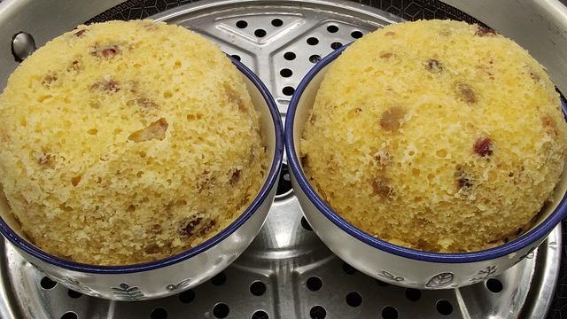 米糕怎么做,小米加上一袋牛奶,做成小米糕,养胃易消化,暄软香甜,真好吃