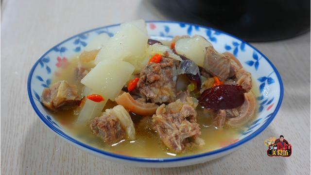 萝卜汤的做法,羊肉炖萝卜广东人都爱这样做,营养美味,汤鲜味美,做法还很简单