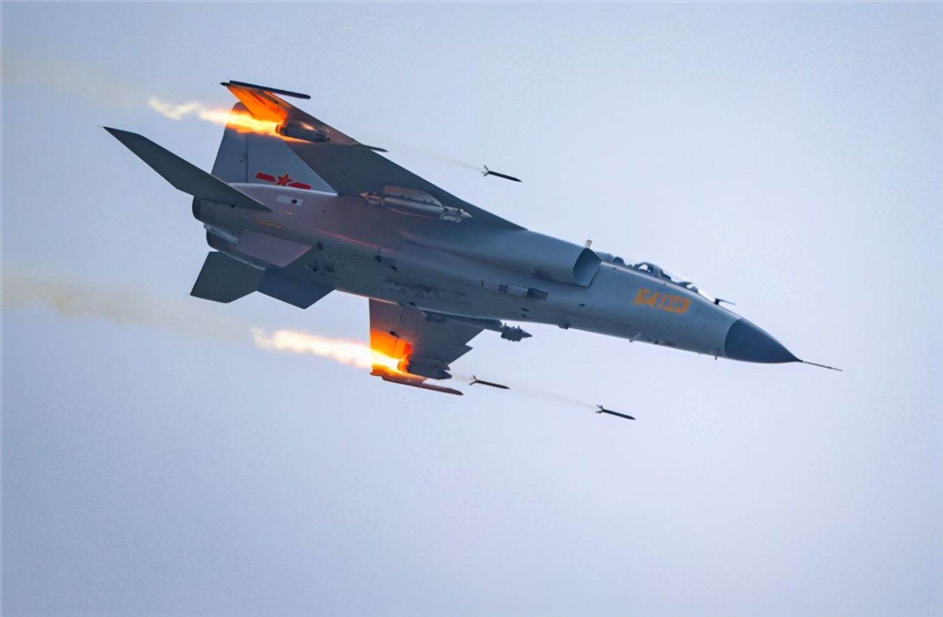 小心!美俄将有重要会晤,美铁心调整策略,集中所有火力针对中国,歼轰7南海实弹射击!