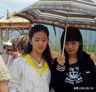 刘亦菲杨幂同框旧照 15年来刘亦菲依然仙气杨幂已改变风格
