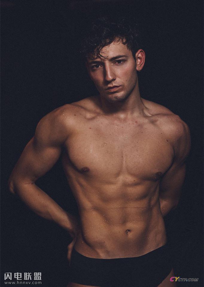 欧美男士网站肌肉男模性感写真集
