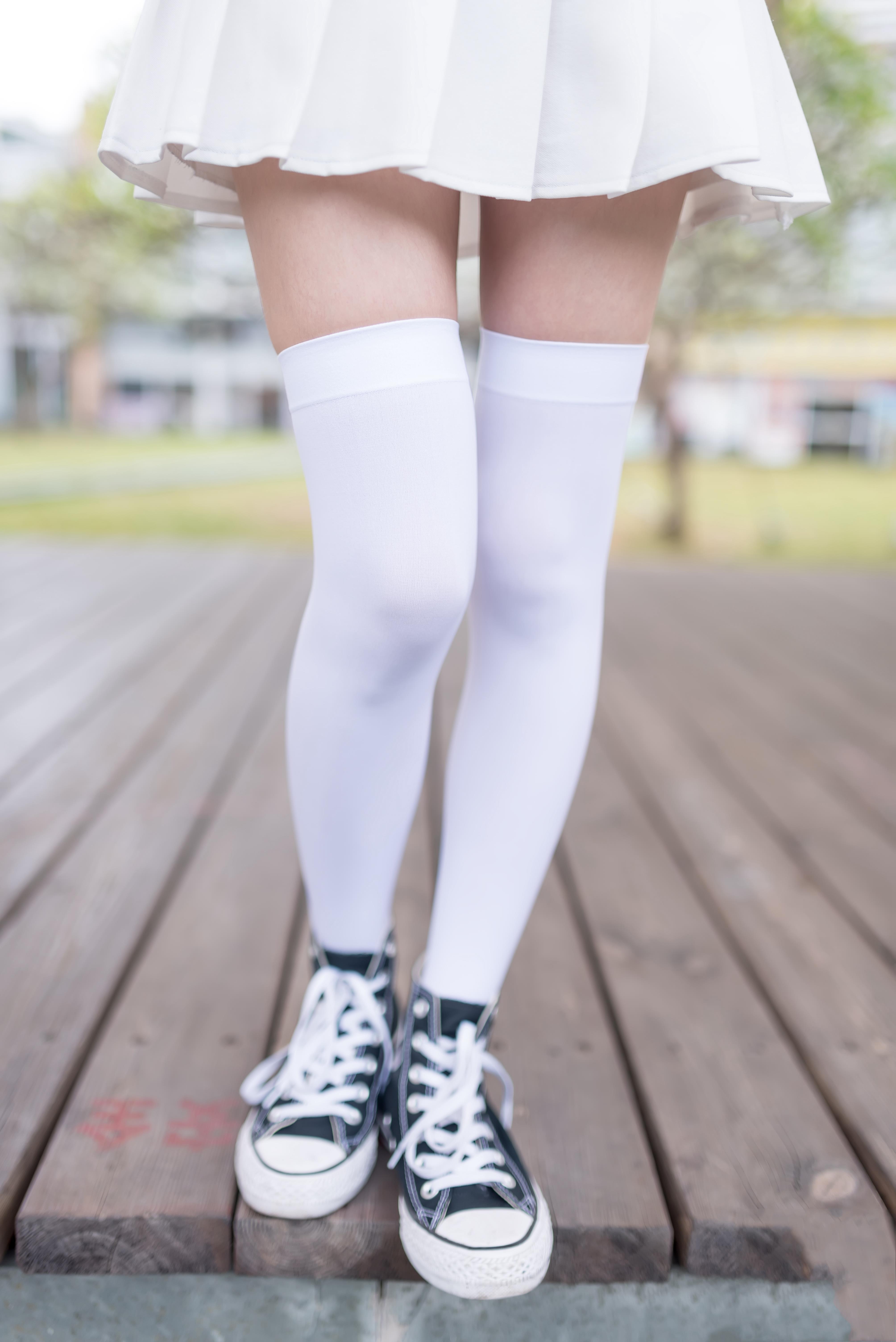 【风之领域0001】腿控福利-少女萝莉之白色短裙丝袜 为你的双眼解馋!!!