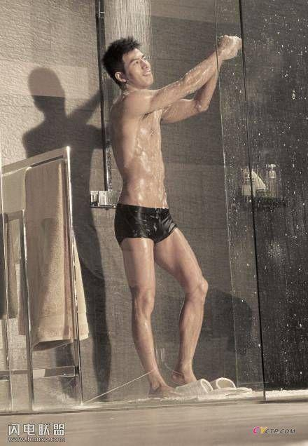 男模李小兵浴室湿身广告拍摄花絮图片