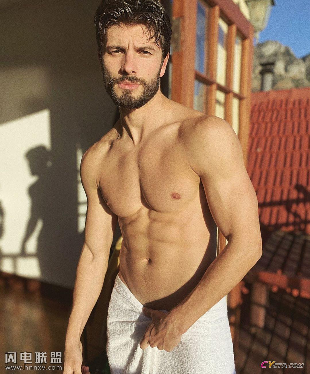美国肌肉裸男洗澡图片无遮挡