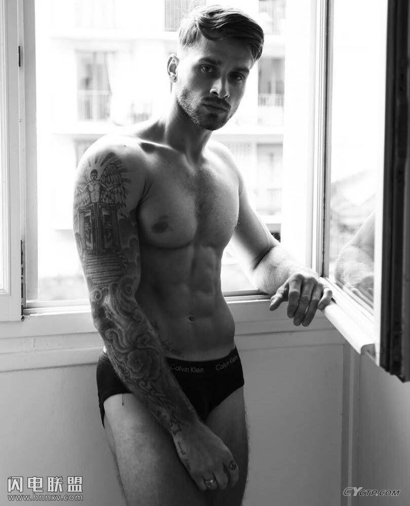 欧美型男帅气性感腹肌肌肉写真图片