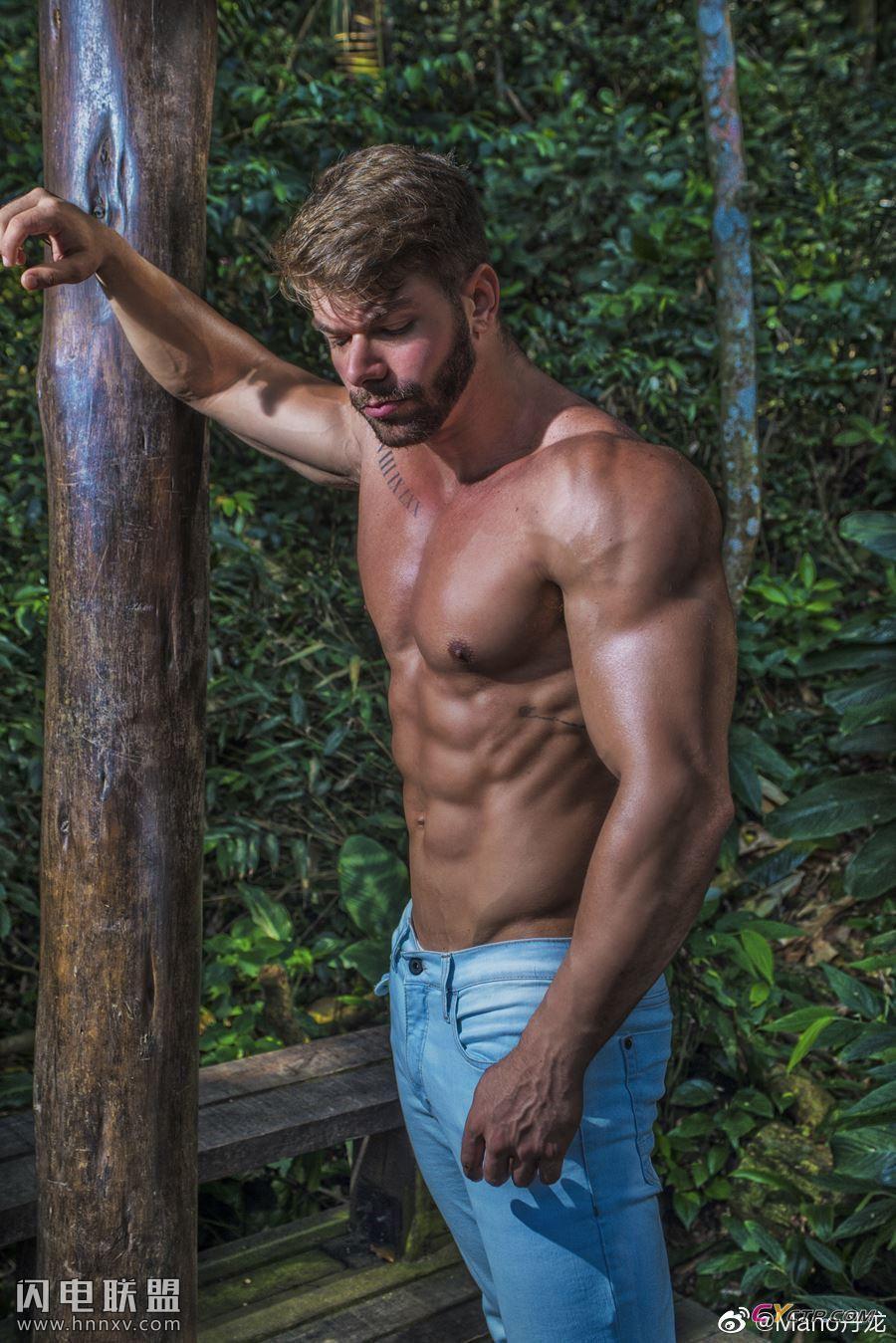 健身帅哥肌肉男模图片