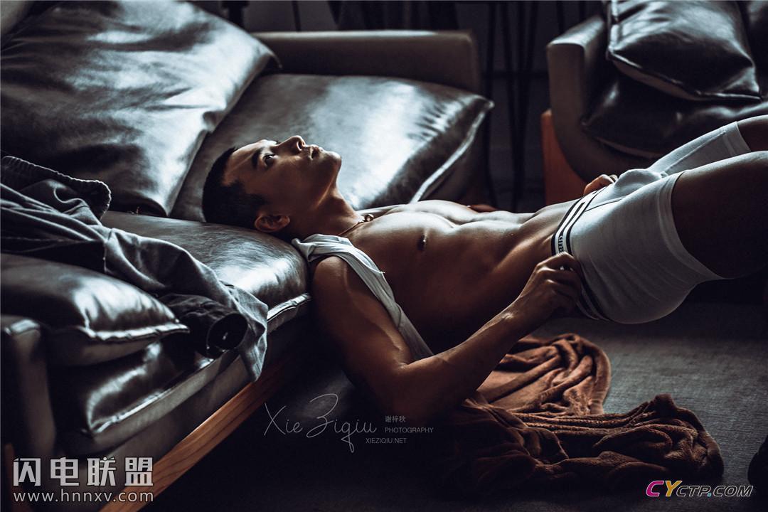 性感肌肉男帅哥男体艺术写真照片
