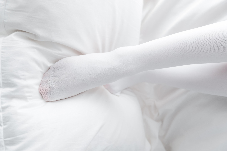 喵写真02【无水印】~~纯白丝袜少女的心 你抓得住吗~~给你个机会~~-蜜桃畅享