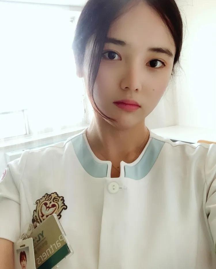 韩国网红甜美小护士INS:loveju_yu
