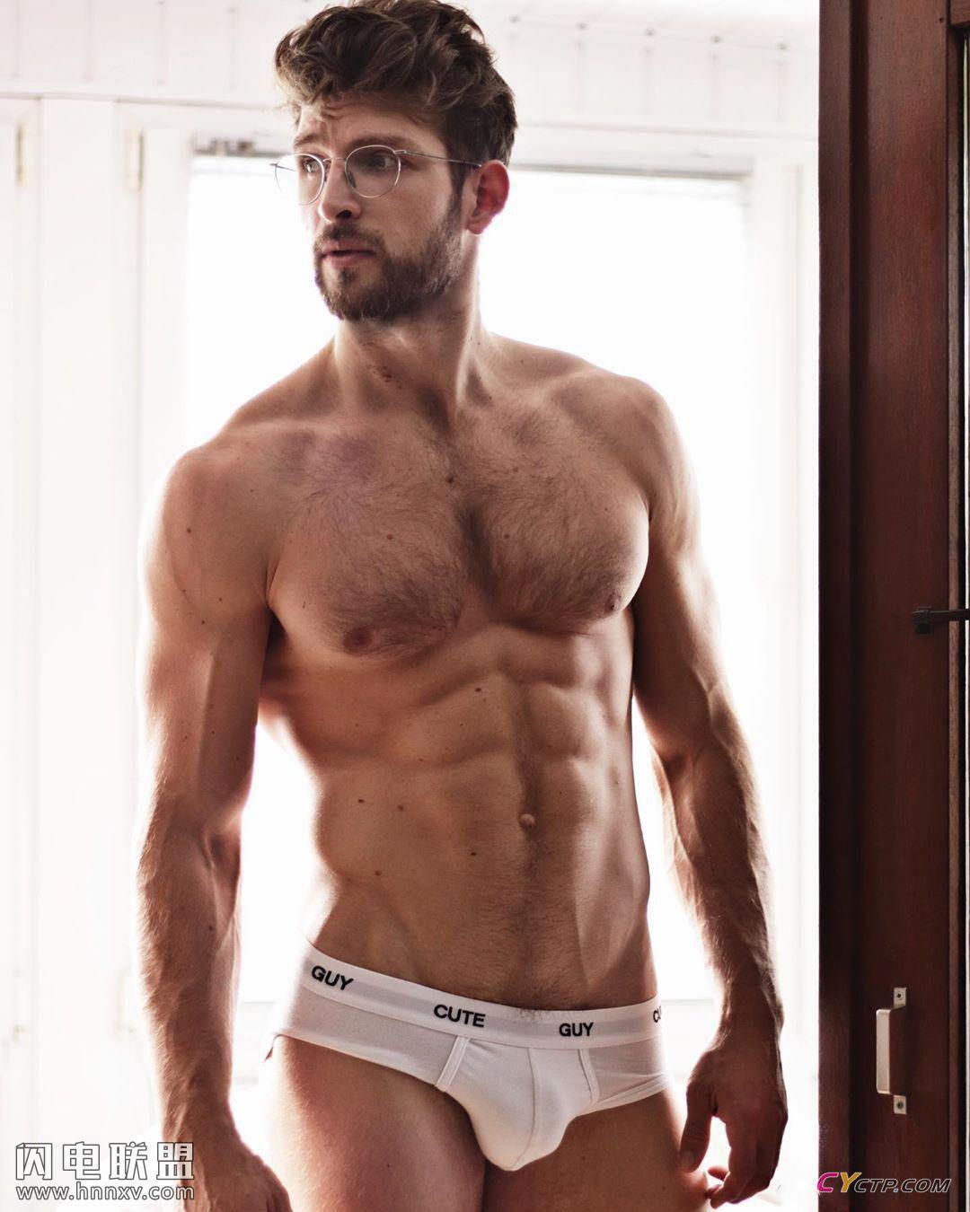 性感欧美肌肉型男展现完美腹肌写真图片