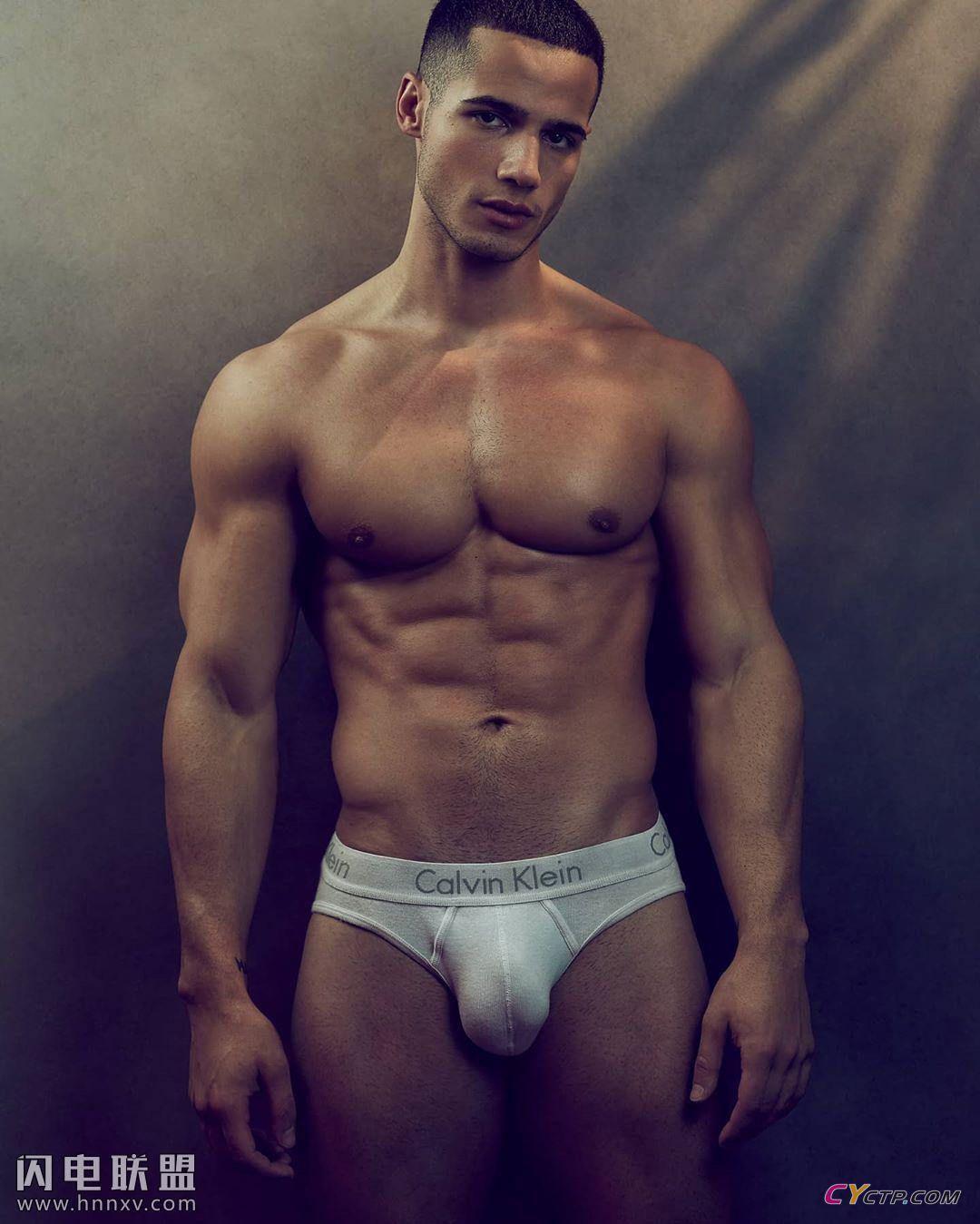 帅气欧美肌肉型男帅哥性感胸肌腹肌写真图片