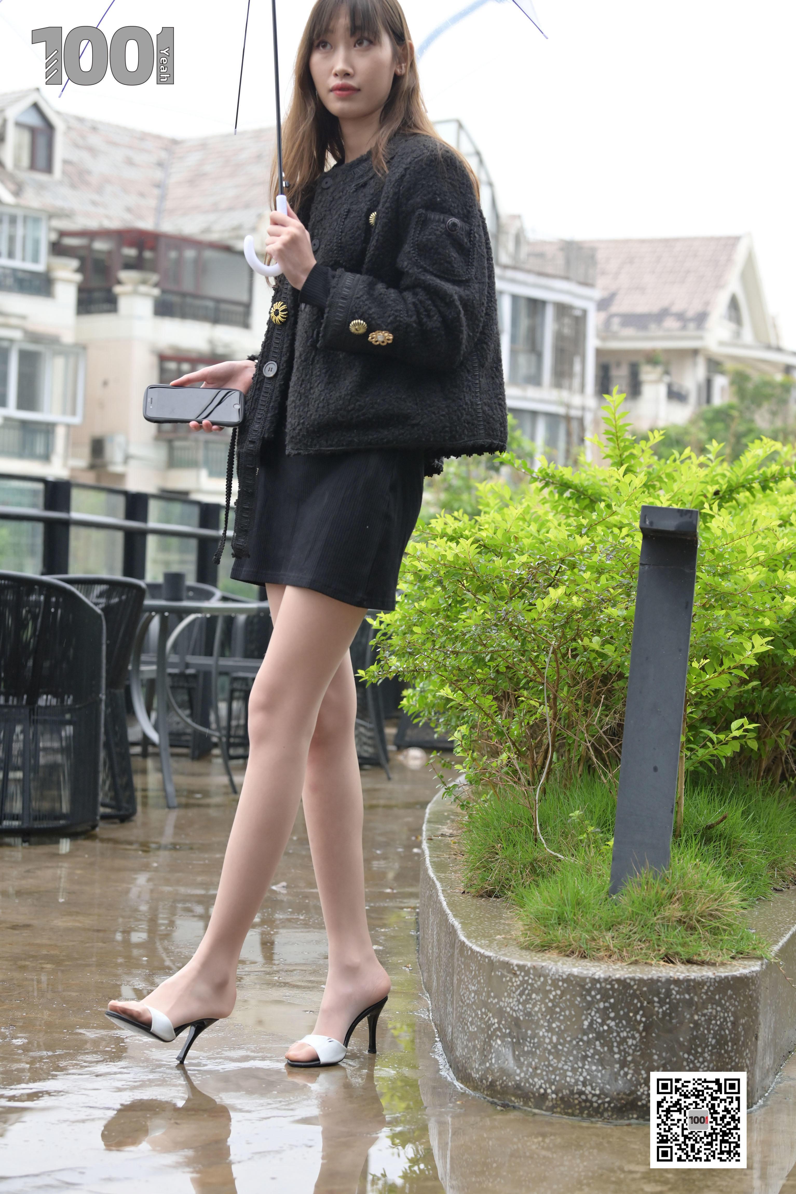 1001夜丝事 模特:《雨中漫步1》 走在路上必须多看两眼!!